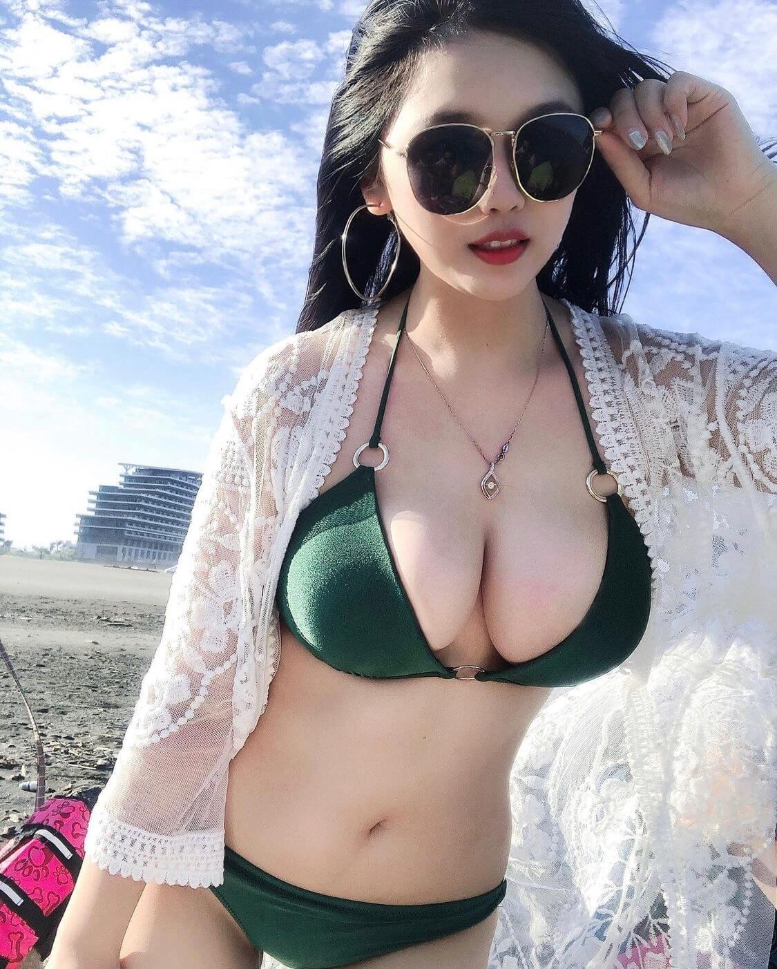 【素人画像】水着で豊満なおっぱいをネットに晒してくれる神プレーな女の子